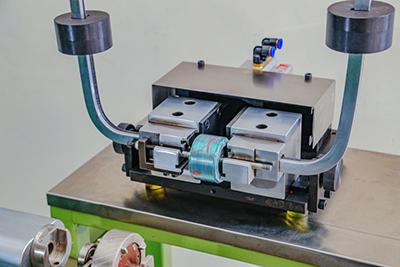 轴用弹性卡簧是一种安裝于槽轴上